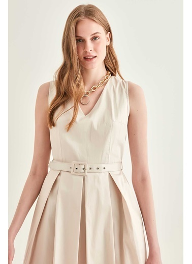 Vitrin V Yaka Sıfır Kol Belde Kemer Detaylı Elbise Taş
